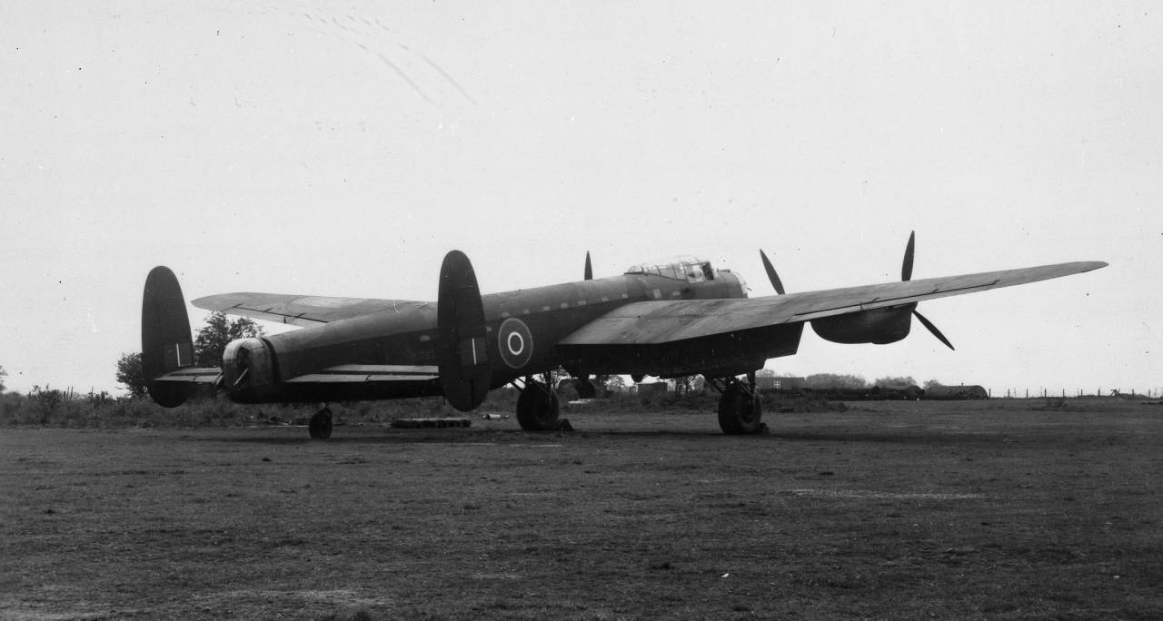 Lancaster aircraft Description: Lancaster aircraft: Lancaster III ED825-G Date: 1943
