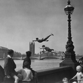 Mud, Flood And Blood: Photos Of London's River Thames 1895-2000