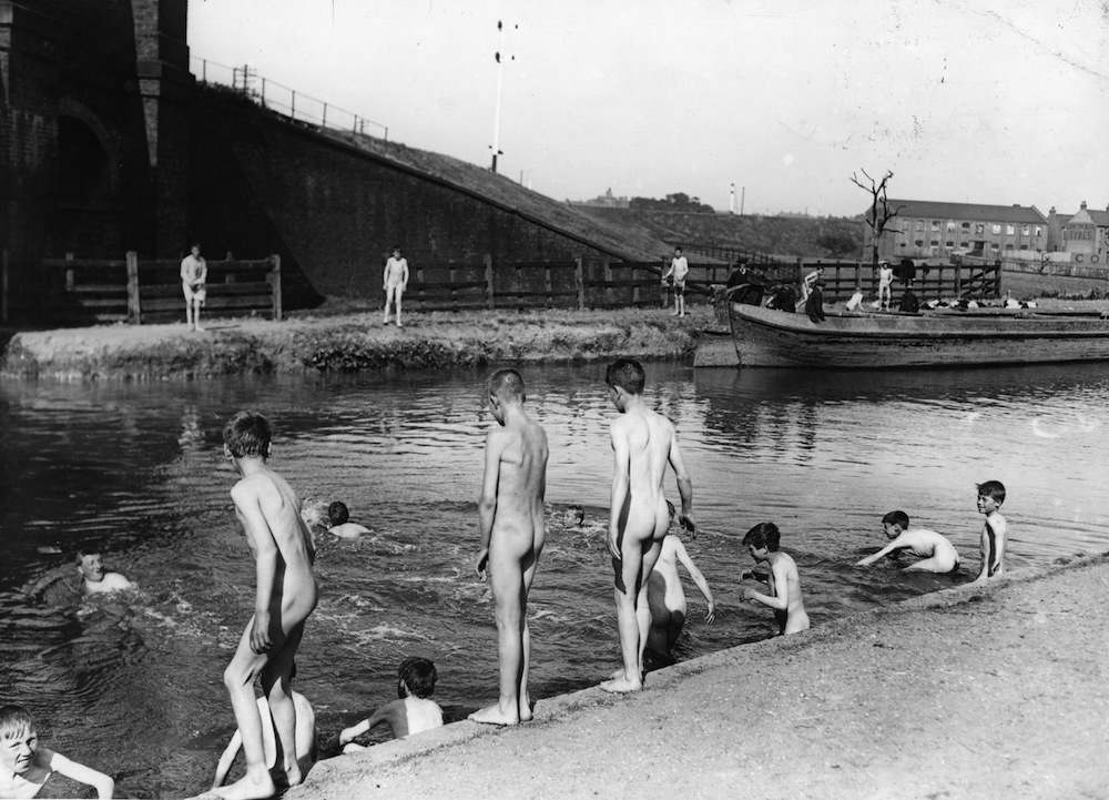21st August 1911:  Nude swimming in Regents canal during a heatwave in 1911.  (Photo by Topical Press Agency/Getty Images)