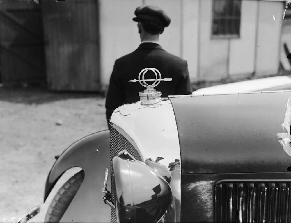 May 1929:  A mascot of an arrow on the bonnet of a Bentley car.  (Photo by Fred Morley/Fox Photos/Getty Images)