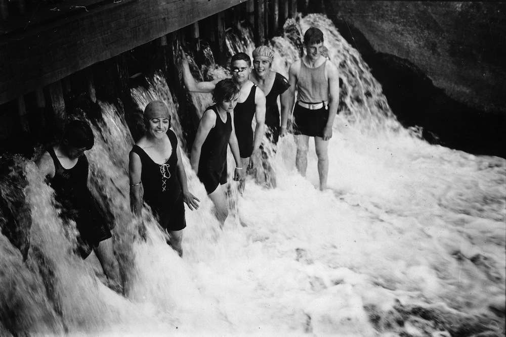 20th September 1926:  A group of friends cooling off in Mill Weir, Berkshire during a heat wave.  (Photo by Brooke/Topical Press Agency/Getty Images)