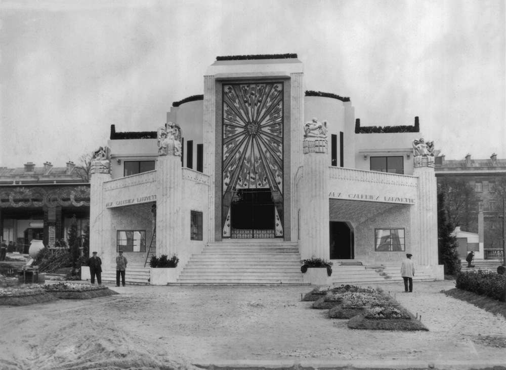 28th April 1925:  The Galeries Lafayette pavilion at the Exposition Internationale des Arts Decoratifs Industriels et Modernes. The exhibition later gave it's name in abbreviated form to the Art Deco style.  (Photo by Topical Press Agency/Getty Images)