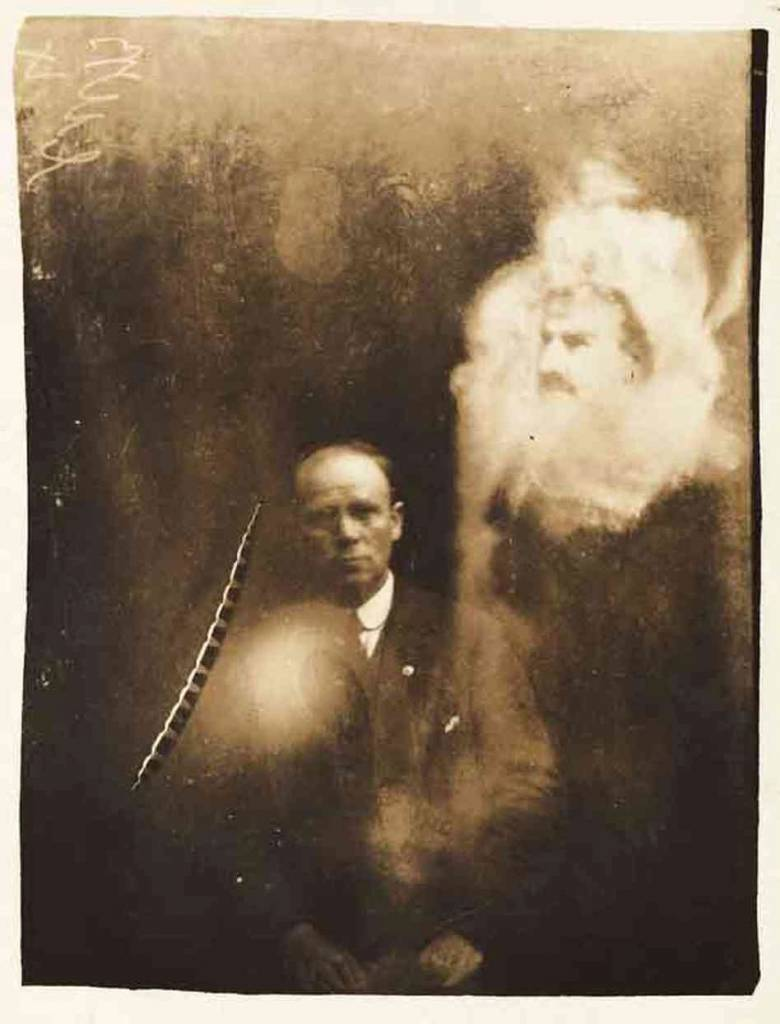 William Hope man and dead man ghost