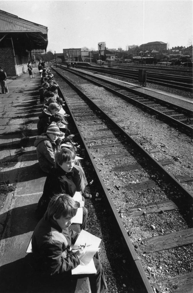 1979:  School children sit along the edge of the platform at West Ealing station, London.  (Photo by John Minihan/Evening Standard/Getty Images)