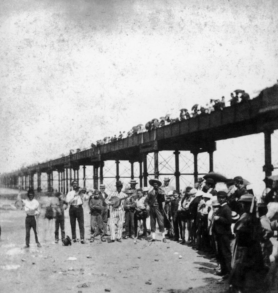 A musical troupe entertains the holidaymakers under Margate Pier, circa 1860. (Photo by London Stereoscopic Company/Hulton Archive/Getty Images)