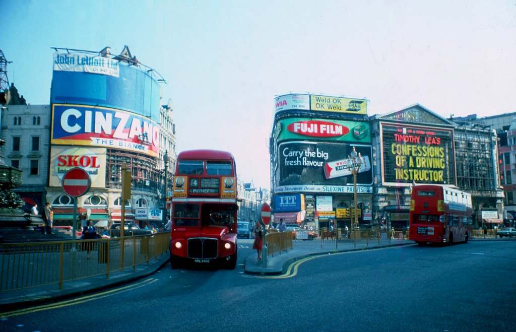 Picadilly Circus 14 Putney Bus 1976 KH