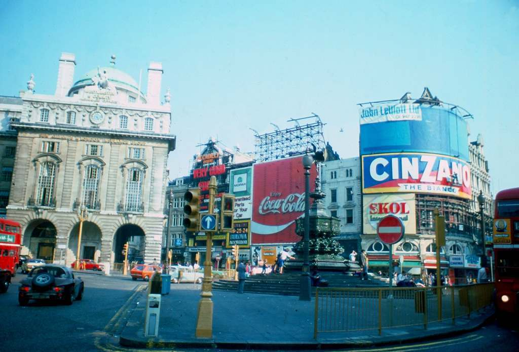 Picadilly Circus 1976 KH