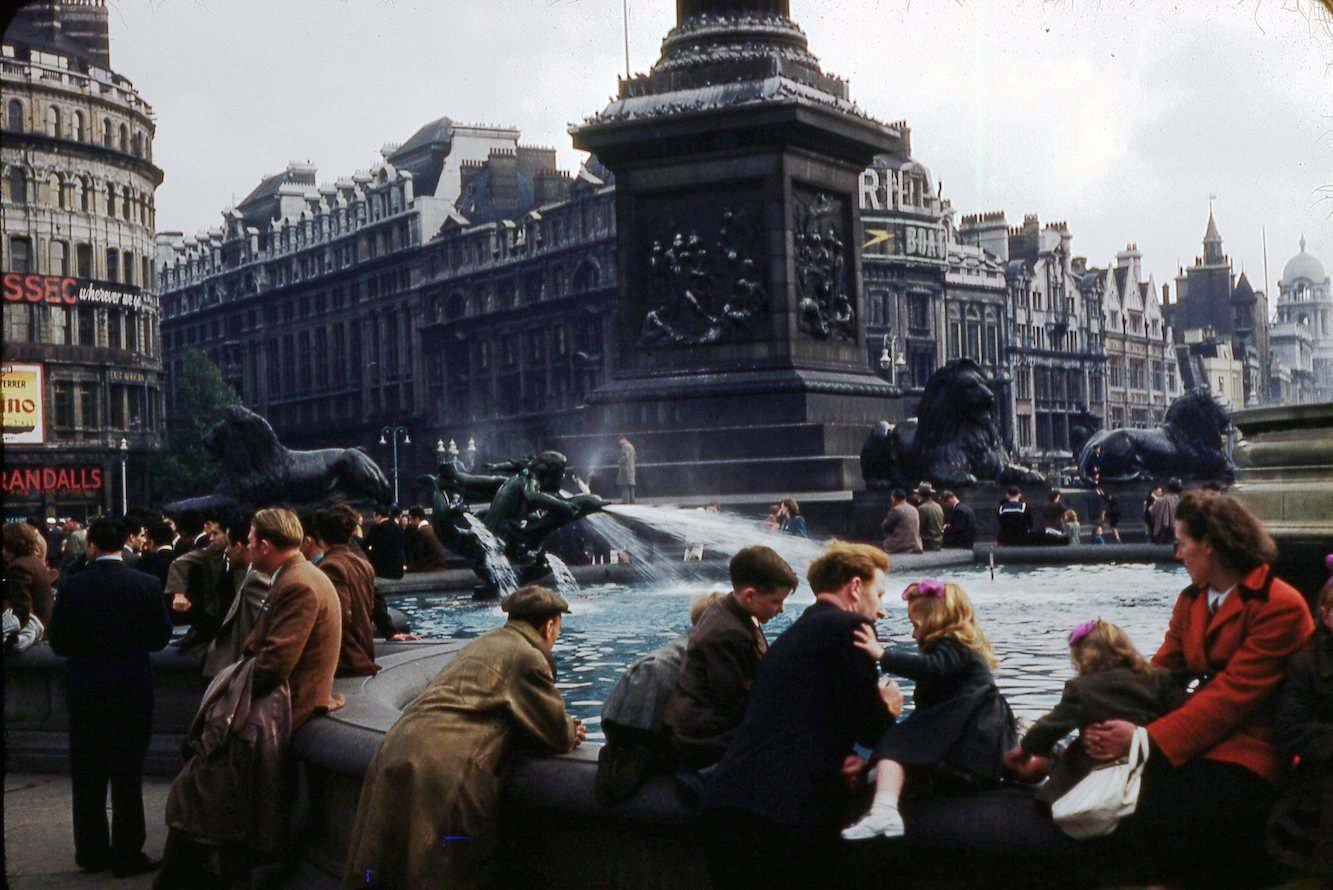 Dutch Square Mall >> Ten Great Kodachrome Photos of London in 1953 by Max Gene ...