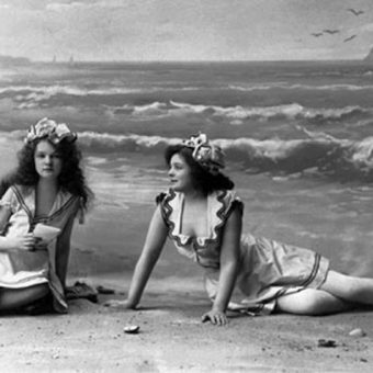 Victorian Era Beach Life: 52 Photos of Lust, Love And Lace On The Sands