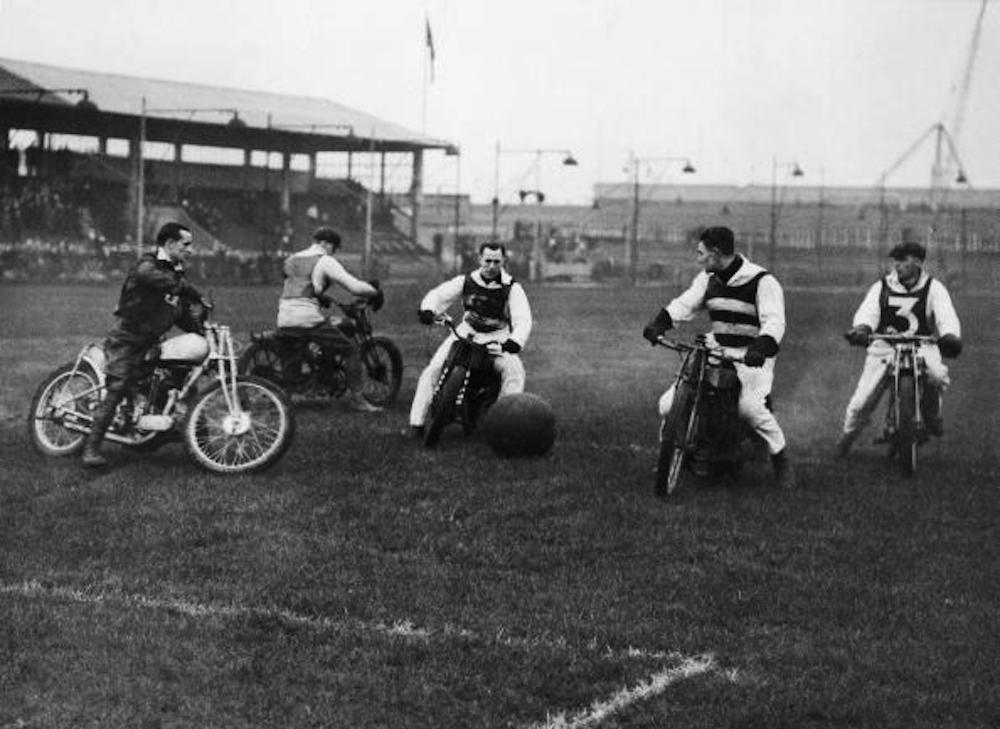 UNITED KINGDOM - DECEMBER 27:  Football Match Between A Motorcycle Clubs And Hackney Wick Mc West Ham In London In 1937  (Photo by Keystone-France/Gamma-Keystone via Getty Images)