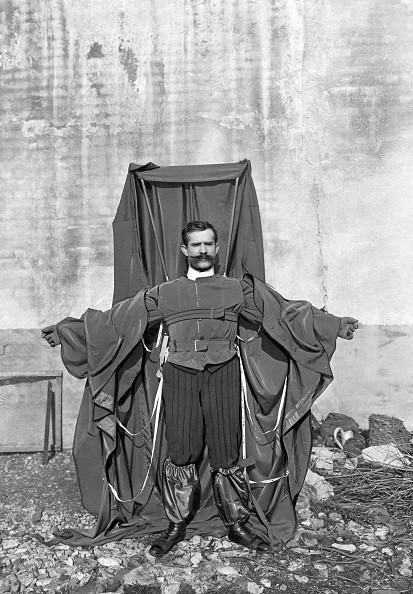 (GERMANY OUT) Franz Reichelt, -04.12.1912+, tailor, parachute constructor, Reichelt wearing the parachute he designed, date unknown, probably 1910, photo: Meurisse (Photo by ullstein bild/ullstein bild via Getty Images)