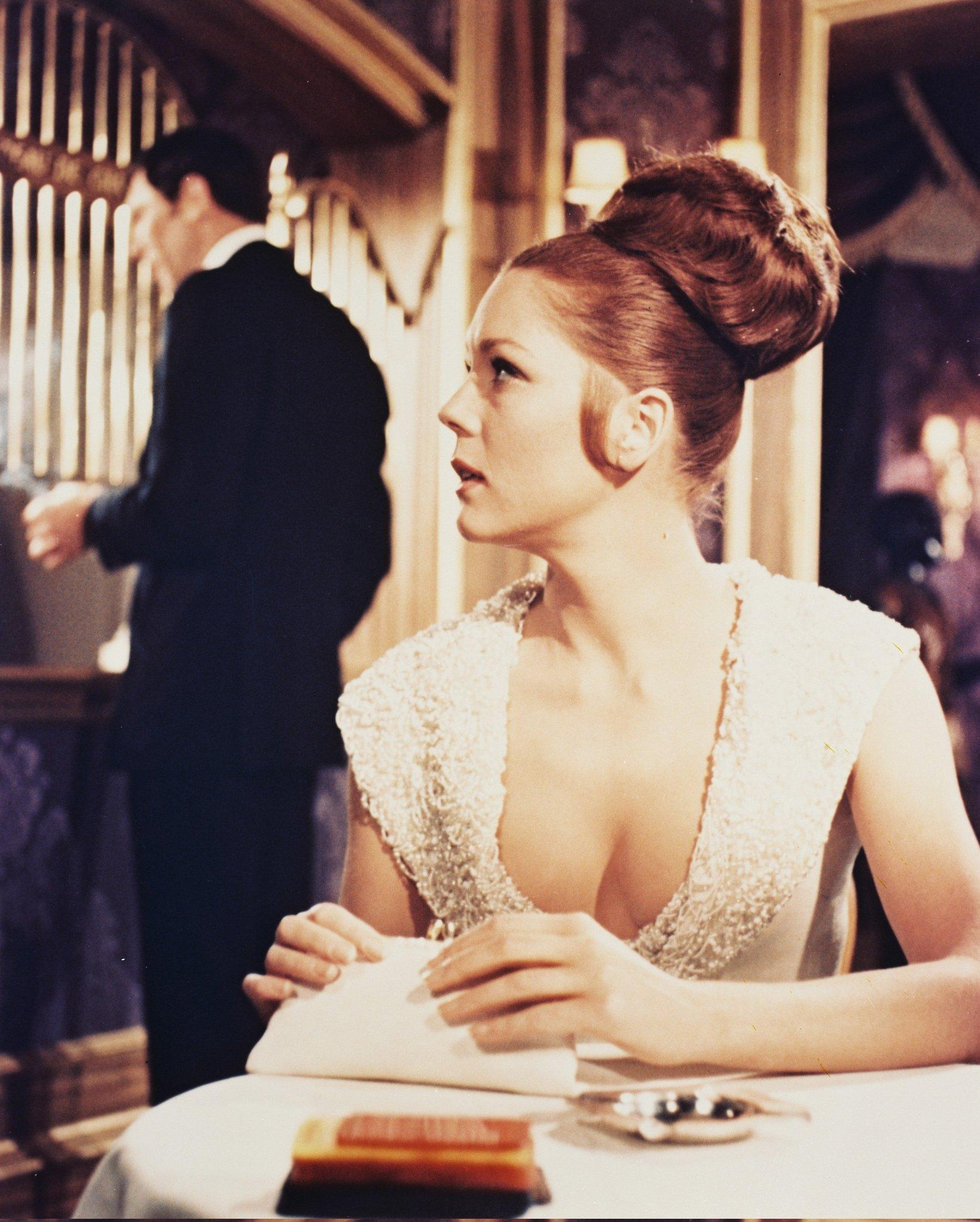 Diana Rigg, Countess Tracy di Vicenzo –  Marc-Ange Draco's daughter, who, unlike nearly all other women he encounters, captures Bond's heart. Like Honor Blackman in Goldfinger before her, Rigg was noticed through her work on The Avengers, where she played Emma Peel from 1965–68.