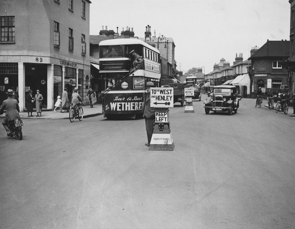 14th June 1934:  Temporary road signs, dubbed 'wooden policemen', are deployed by Berkshire police to ease traffic congestion en route to the Ascot races,  Maidenhead, Berkshire.  (Photo by Fox Photos/Getty Images)