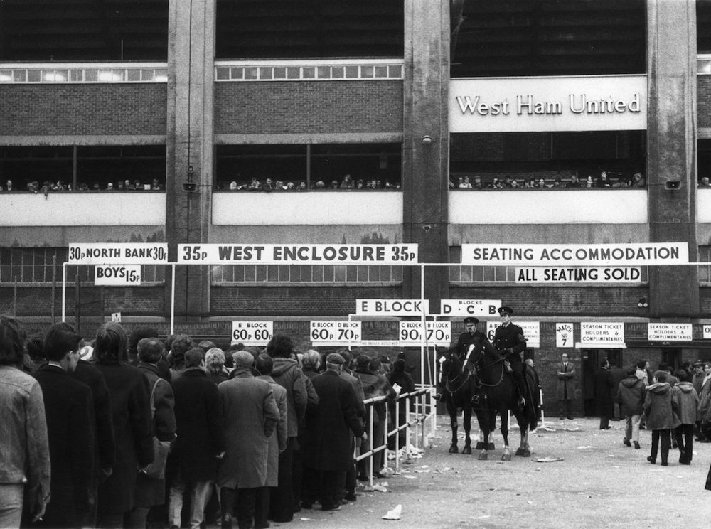 11th January 1972:  Football fans queuing to get tickets at West Ham's home ground Upton Park for the game against Manchester United.  (Photo by Peter King/Fox Photos/Getty Images)