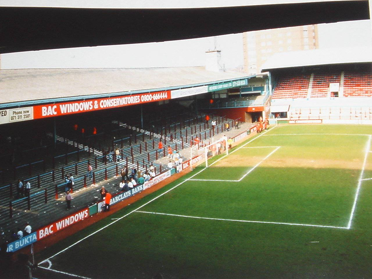 The North Bank, Boleyn Ground, 1991, before redevelopment.