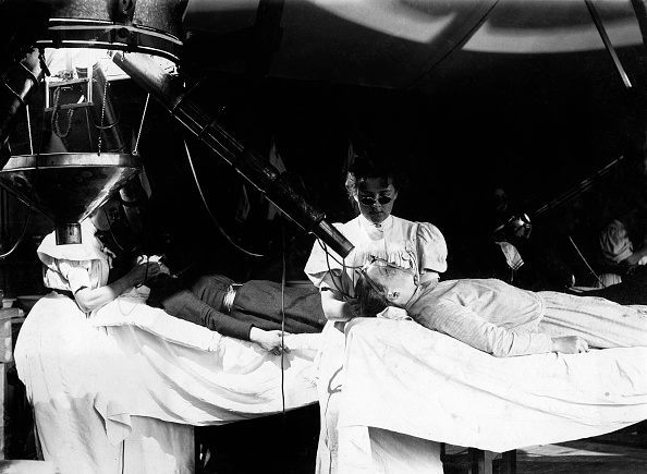 (GERMANY OUT) health cure in the Institut Finsen, Copenhagen / Denmark, patients getting treatment with electric light, date unknown, probably around 1901 (Photo by ullstein bild/ullstein bild via Getty Images)