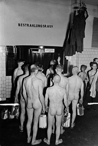 (GERMANY OUT) Nude miners are waiting for admission to the irradiation room (solarium) - Photographer: Werner Cohnitz, Dietrich Kenneweg- Published by: 'Berliner Illustrirte Zeitung' 03/1940Vintage property of ullstein bild (Photo by Werner Cohnitz/ullstein bild via Getty Images)