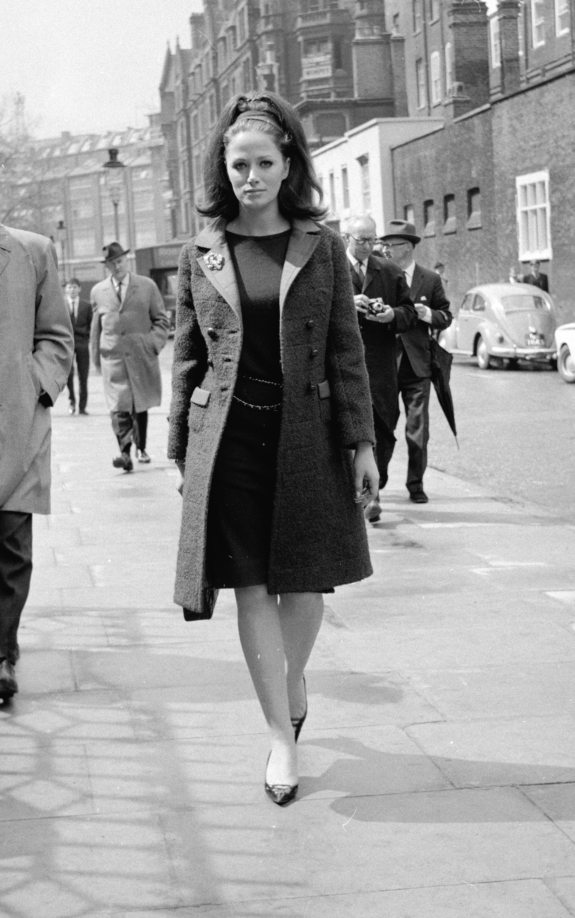 5th May 1965:  Newly divorced writer Jackie Collins (Mrs Wallace Austin) in the street after leaving the divorce courts.  (Photo by Harold Clements/Express/Getty Images)