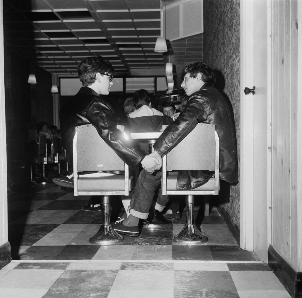 Young Mods Ray and Jenny holding hands in a cafe in London, 1964. (Photo by John Pratt/Keystone Features/Getty Images)