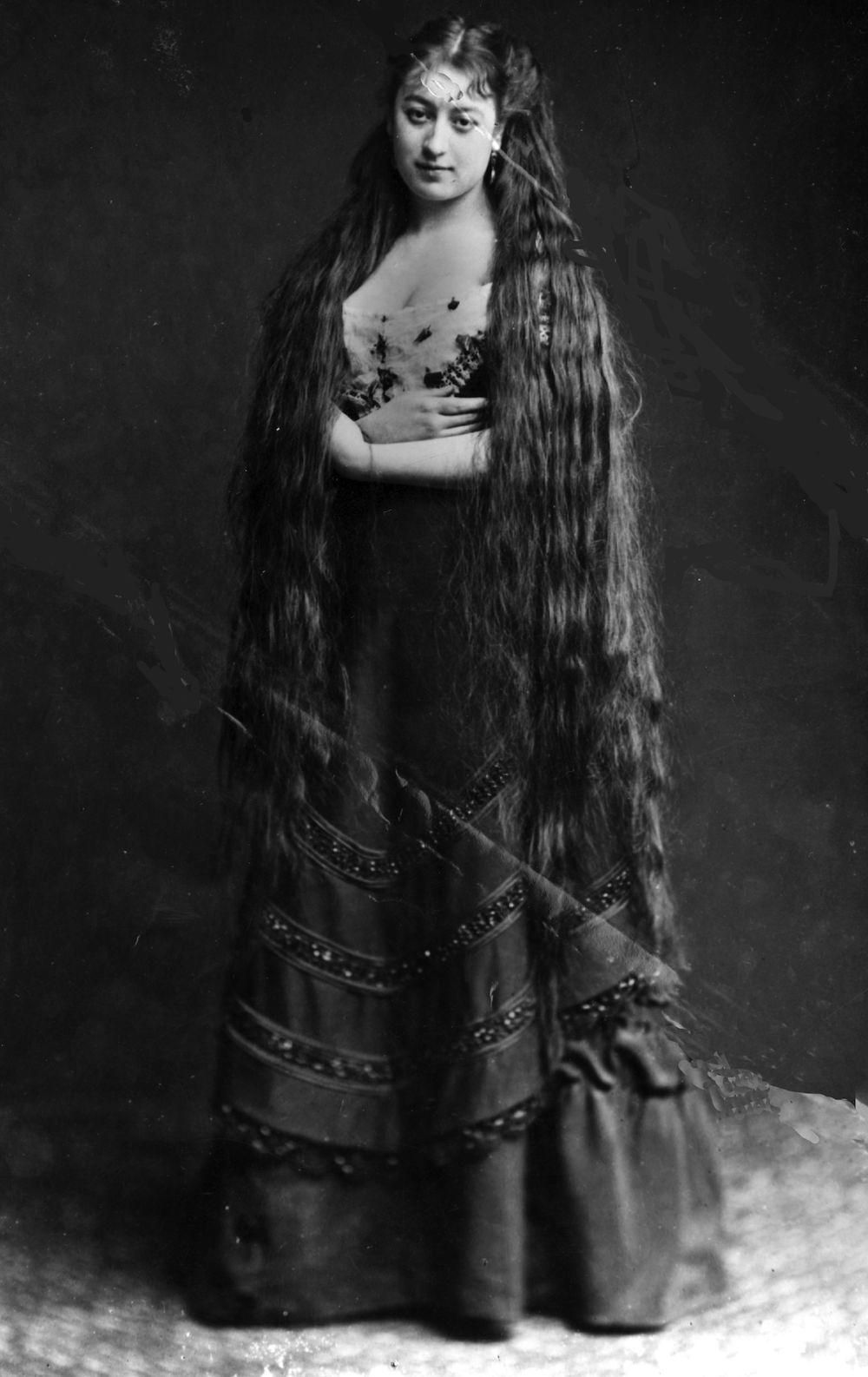 38 Photos That Prove Victorian Women Never Cut Their Hair -6588