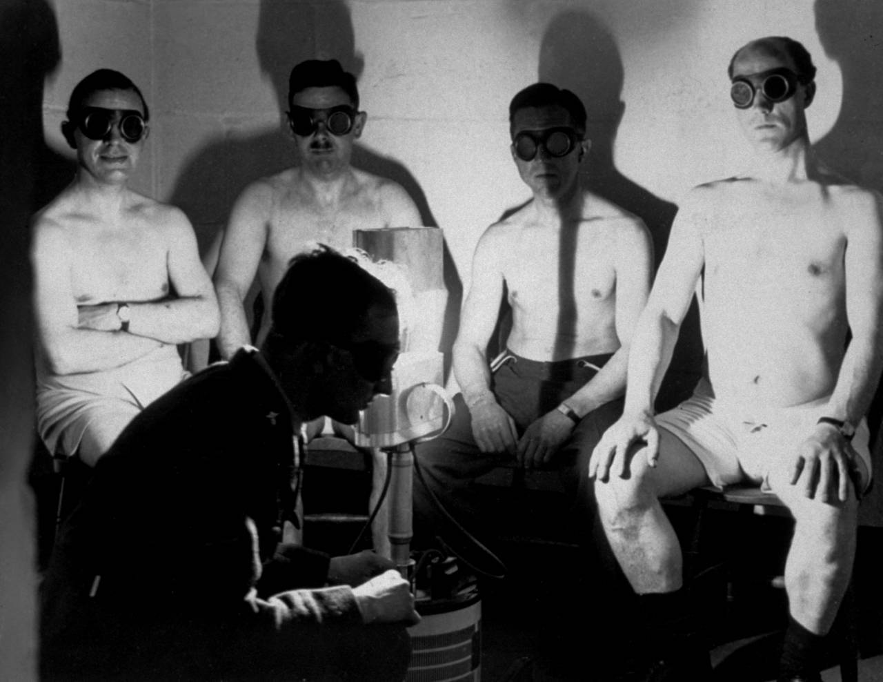 1942:  All officers at the RAF fighter headquarters who work underground are provided with sun ray treatment from a lamp presented by Lord Nuffield.  (Photo by Keystone/Getty Images)