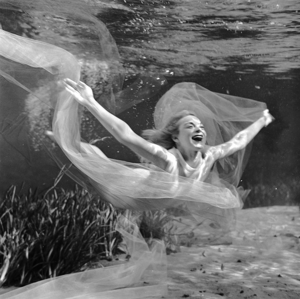 circa 1956:  Ginger Stanley performs acrobatic movements in her solo underwater ballet at Silver Springs, Florida.  (Photo by Bruce Mozert/Three Lions/Getty Images)