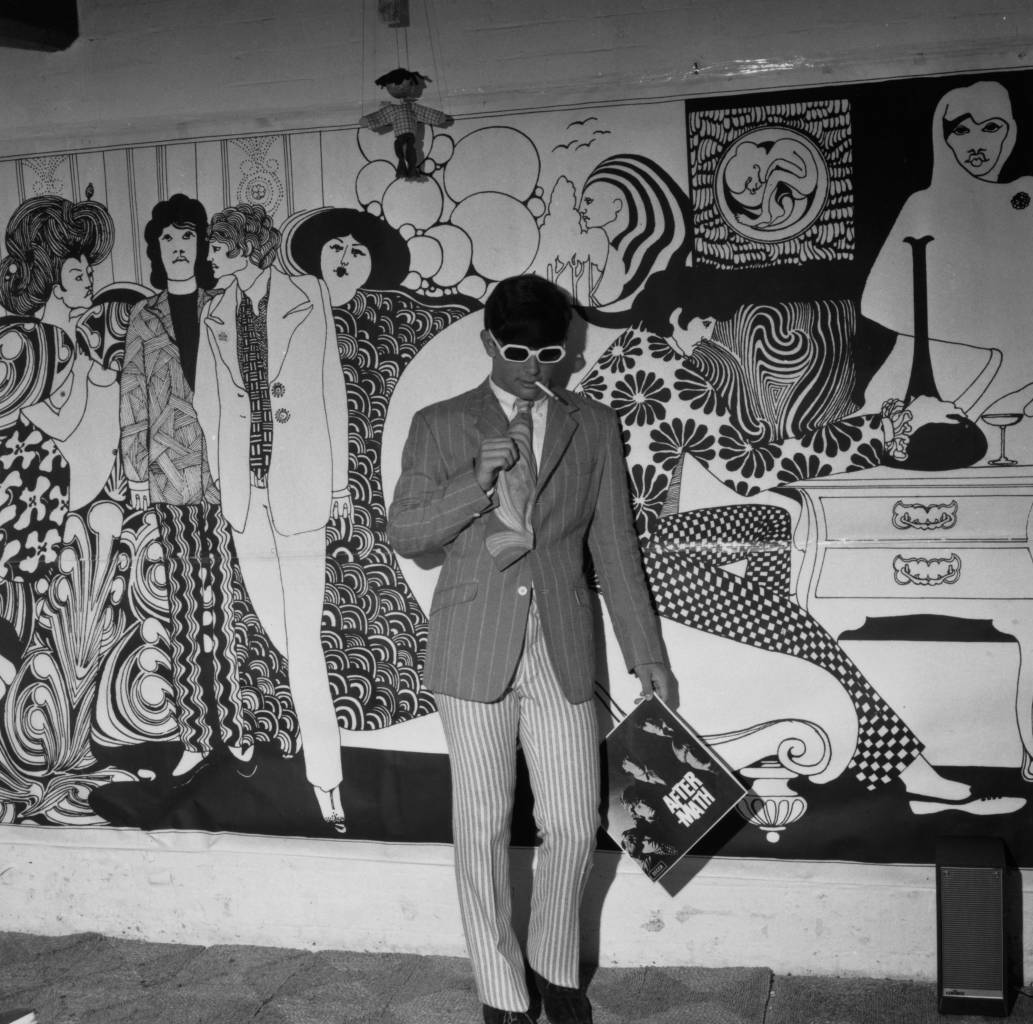 19th July 1966:  Fashion boutique 'Hung on You' in Chelsea's Cale Street, London, with a mural by Albert Little on its walls.  (Photo by Evening Standard/Getty Images)
