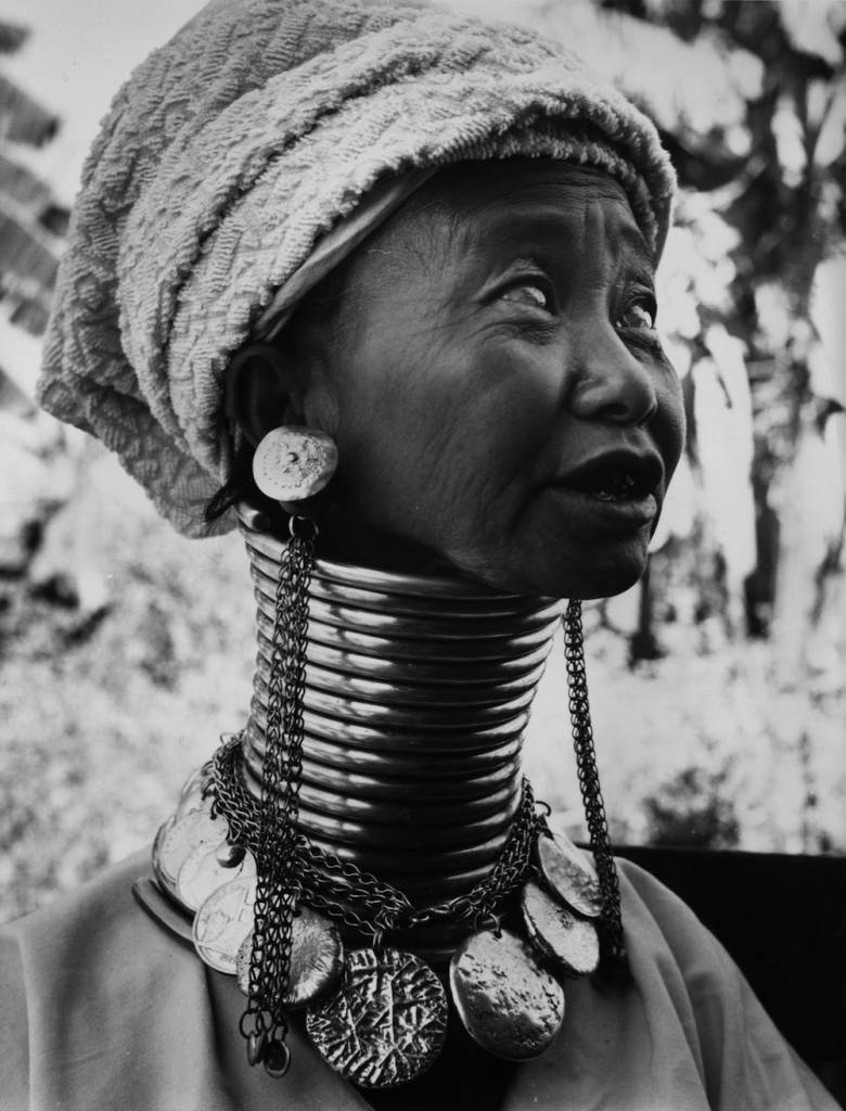 circa 1955:  A Burmese woman wearing thick brass coils to lengthen her neck.  (Photo by Richard Harrington/Three Lions/Getty Images)