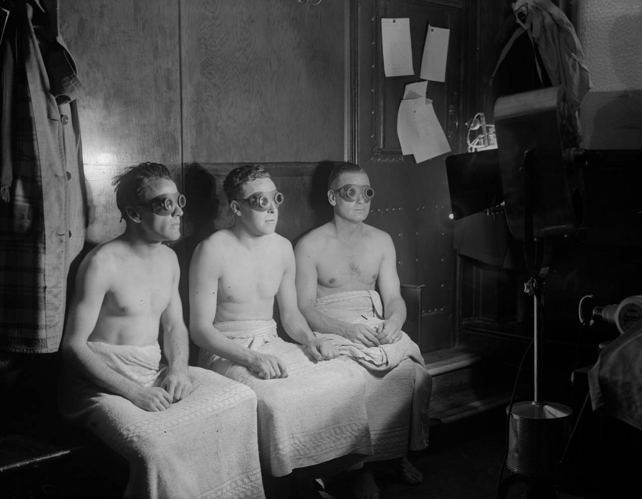 16th January 1931:  Members of Arsenal Football team have sunlight treatment.  (Photo by Fox Photos/Getty Images)