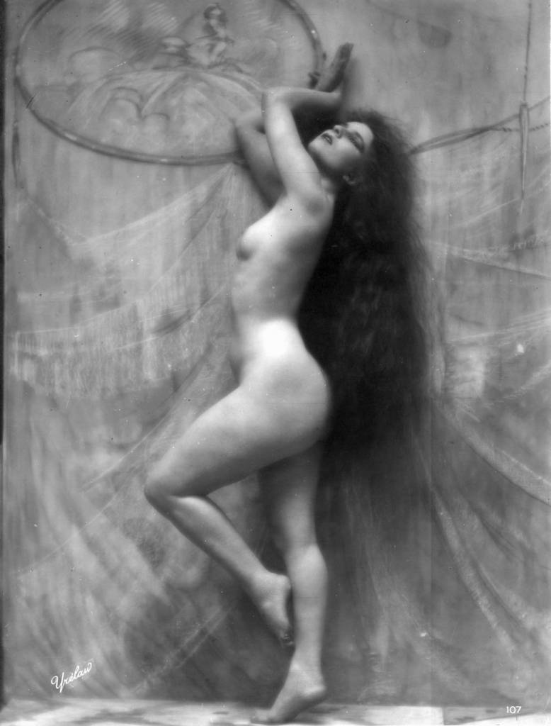 A nude woman with long dark hair strikes a graceful pose, circa 1900. The signature Yrelaw is a reversal of the photographer's name. (Photo by Walery/Hulton Archive/Getty Images)