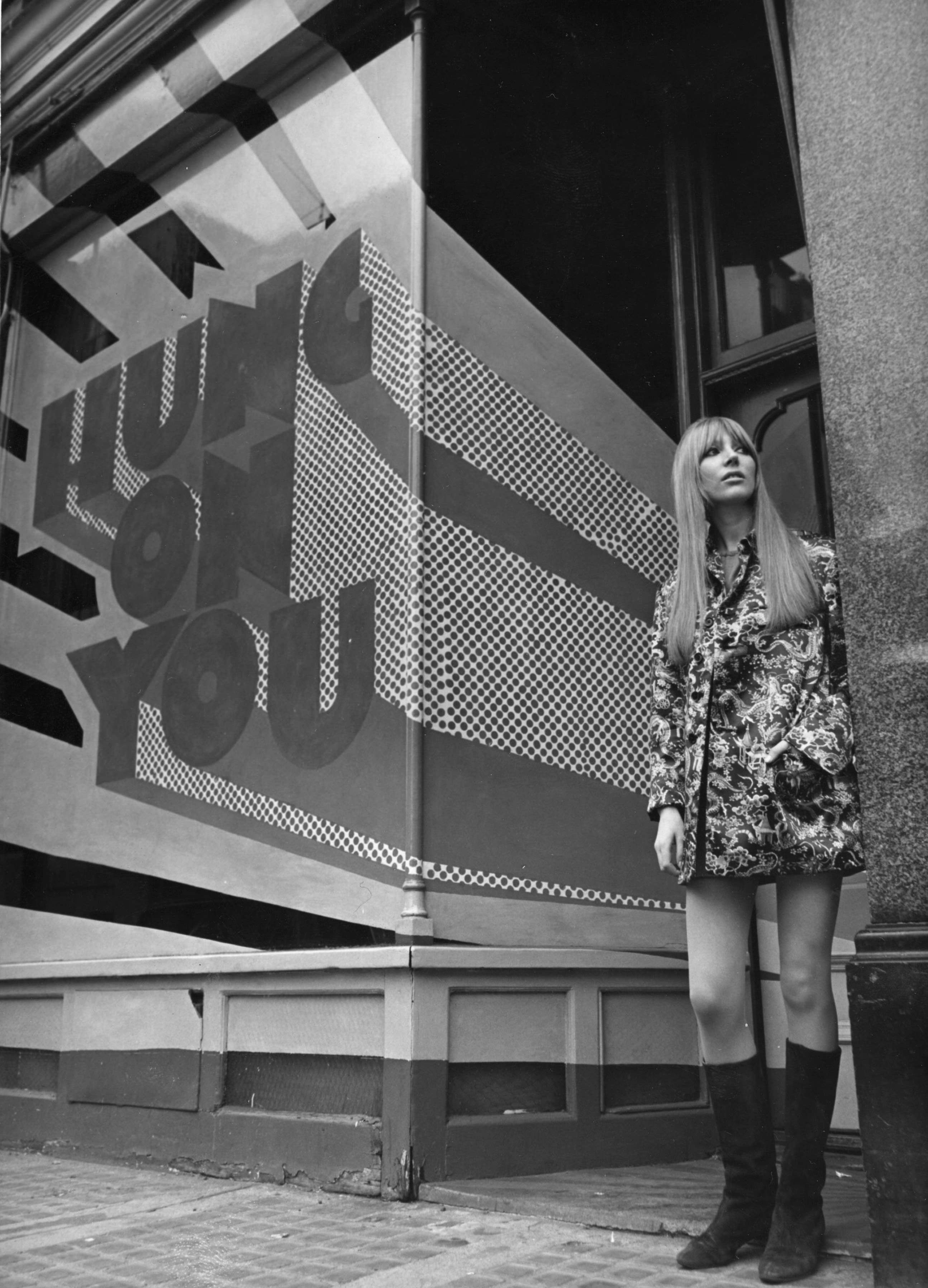 A fashionably dressed girl outside Hung on You, on Cale Street, Chelsea, February 1967.  (Photo by George Freston/Getty Images)