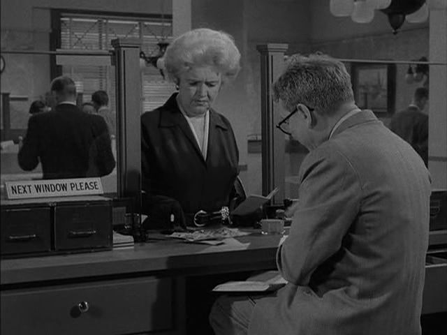 Twilight Zone: Season 1, Episode 8 Time Enough at Last (20 Nov. 1959) Burgess Meredith, Lela Bliss