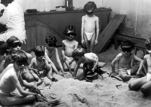 FRANCE - JUNE 01:  Actinology for children by ultraviolet rays in a hospital of Paris in June 1929.  (Photo by Keystone-France/Gamma-Keystone via Getty Images)