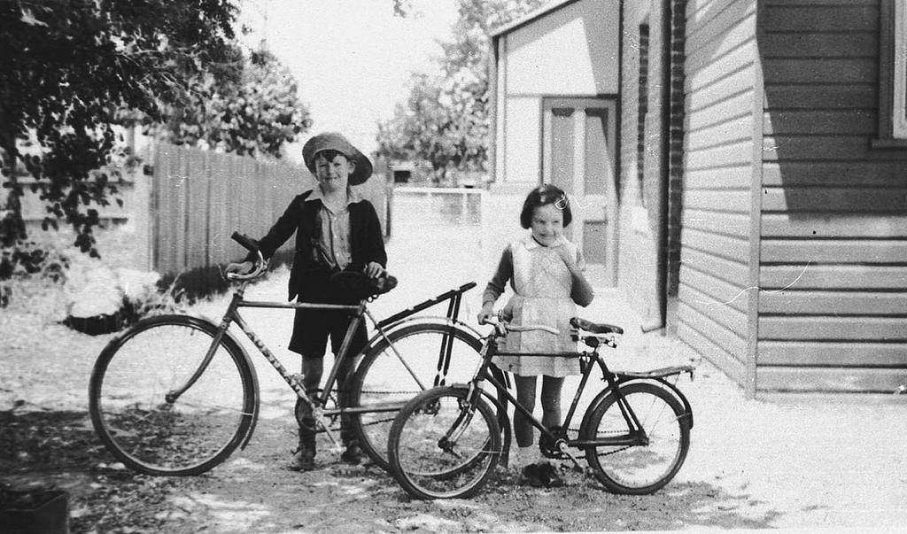 Jim and Nancy Davenport, Albury, NSW, 11 December 1938, by by - J E N Davenport