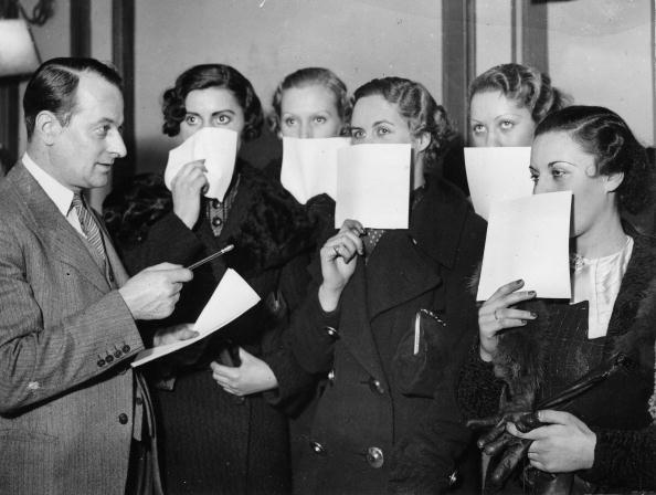 UNSPECIFIED - CIRCA 1936:  Beauty contest for the most beautiful eyes of England, The competatives have to cover the rest of their faces, Photograph, England, Jan, 1st, 1936  (Photo by Imagno/Getty Images)  [Wahl der sch?nsten Augen Englands: Die Teilnehmerinnen m?ssen das restliche Gesicht verdecken, England, Photographie, 10,1,1936]