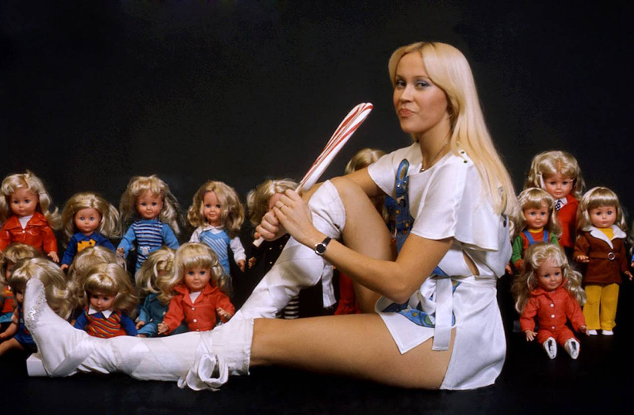ABBA's Agnetha Faltskog Licks A Massive Lollipop (1976 ...