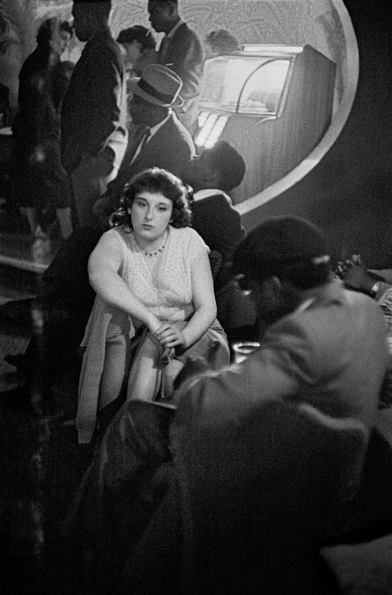 Frank Horvat 1956, Paris, Place Pigalle, bar scene.