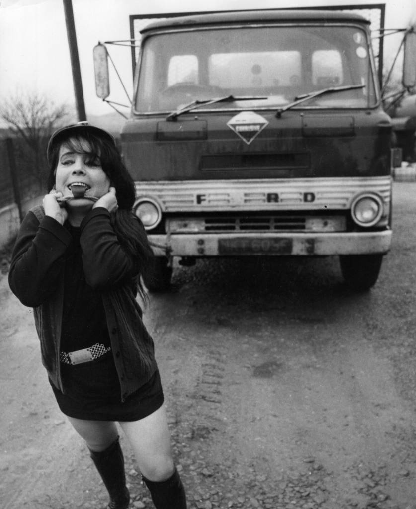 11th January 1973: Strongwoman Maria McArd pulling a 12-ton lorry with her teeth. (Photo by Ian Tyas/Keystone Features/Getty Images)