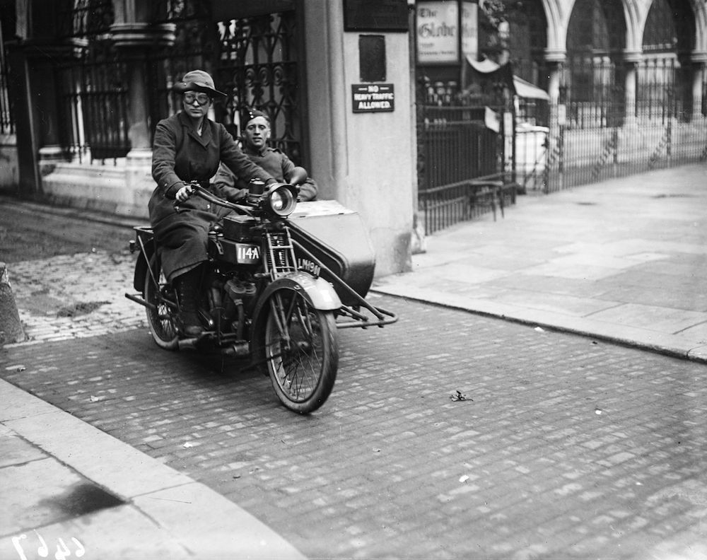 August 1917:  Woman despatch rider for the A I D during World War I.  (Photo by Topical Press Agency/Getty Images)