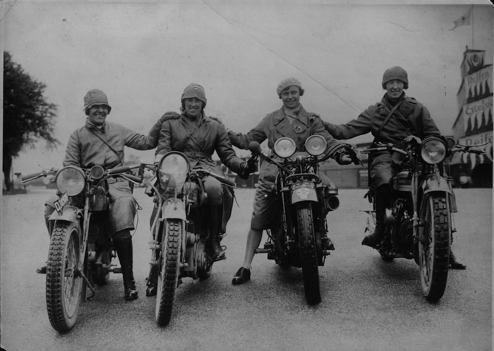 circa 1920:  Four women motorcycle racers in Germany, including Marjorie Cottle.  (Photo by Hulton Archive/Getty Images)