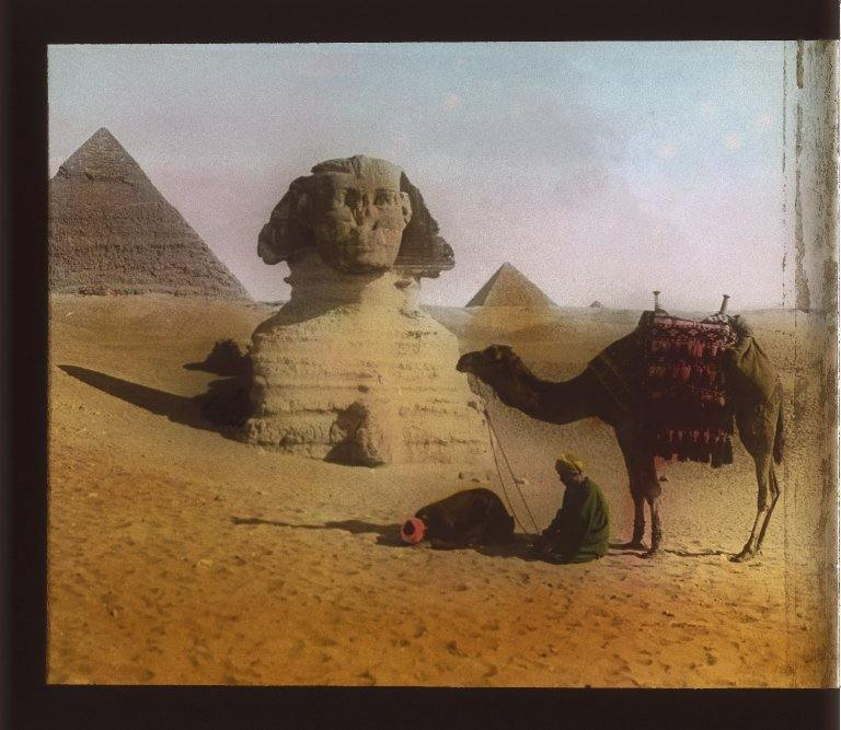 Gizeh. View 06: Sphinx and Pyramid.