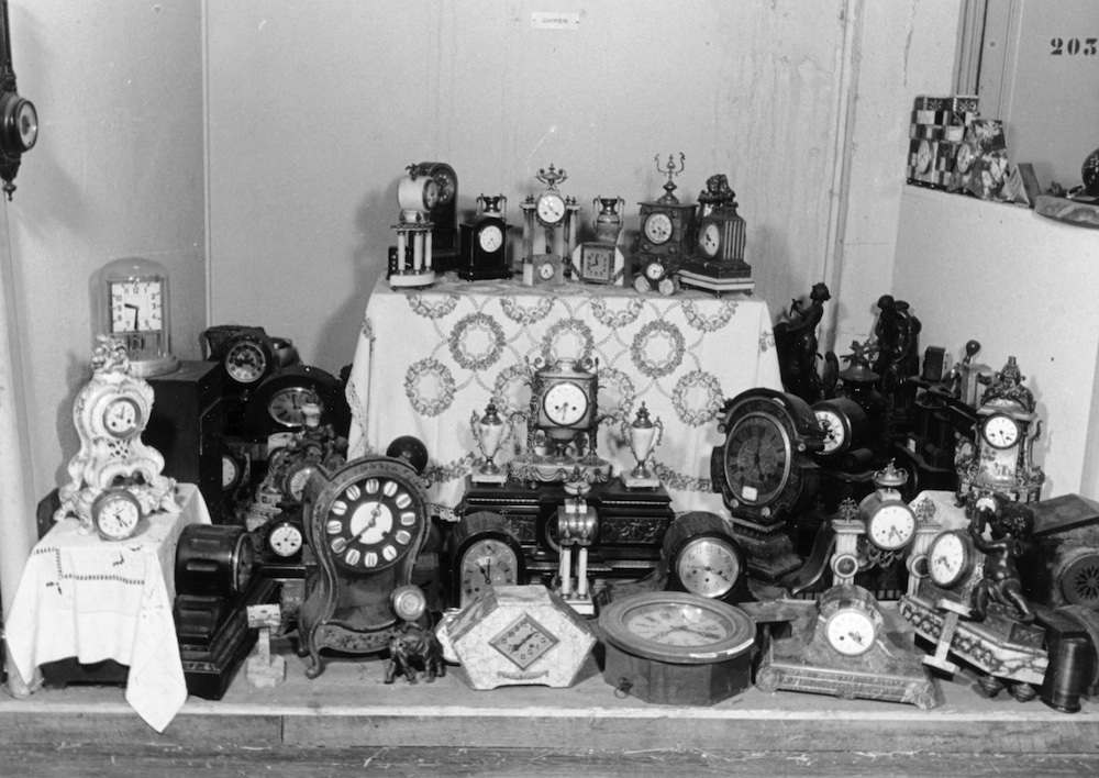Clocks set up in a display at Lévitan.
