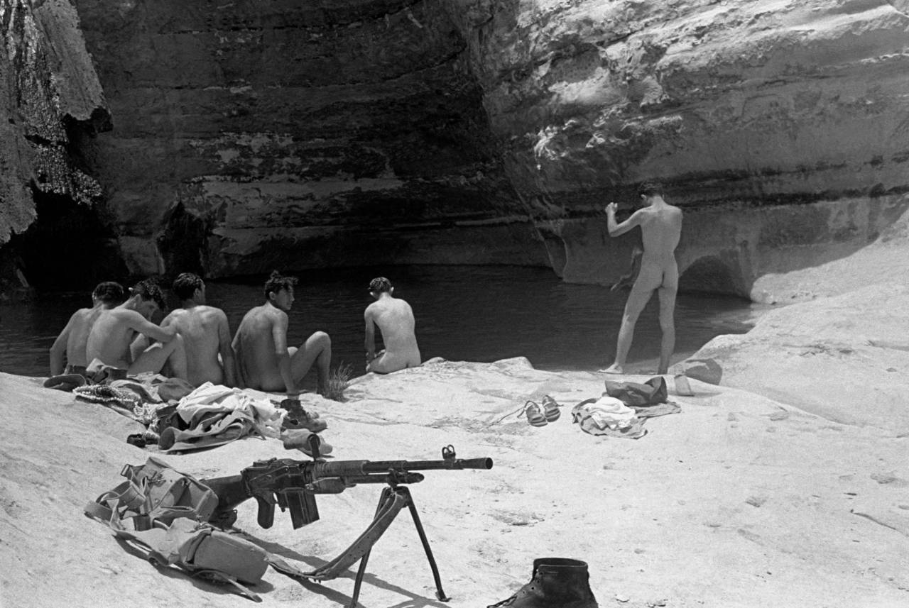1954, Israel, soldiers bathing in a spring in Negev