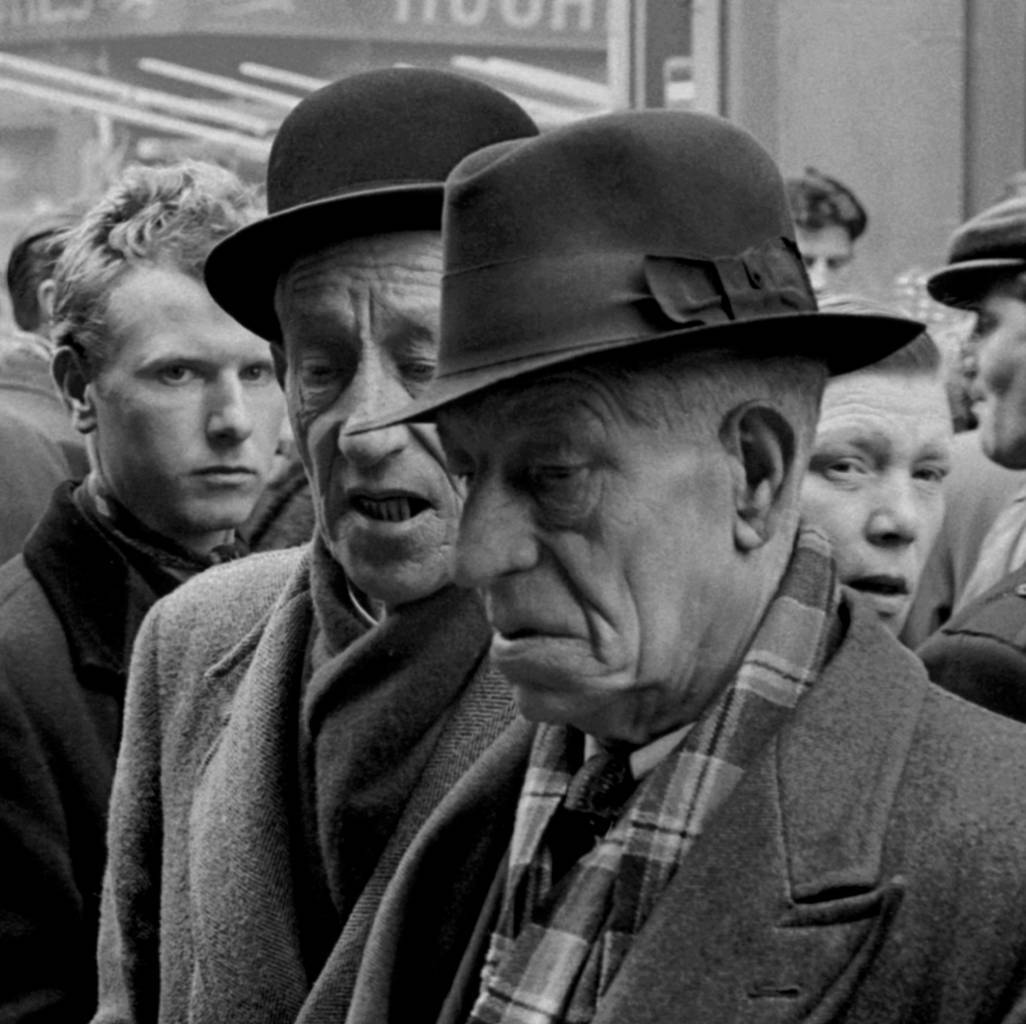 1955, London, East End, Brick Lane dog market (c)