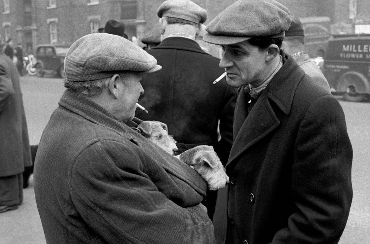 1955, London, East End, Brick Lane dog market (d)