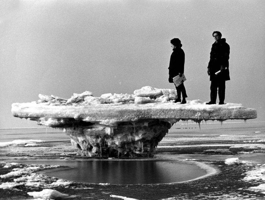 Ice-table: ebb-tide at the beach of Rockanje, the Netherlands, in the severe winter of 1963.