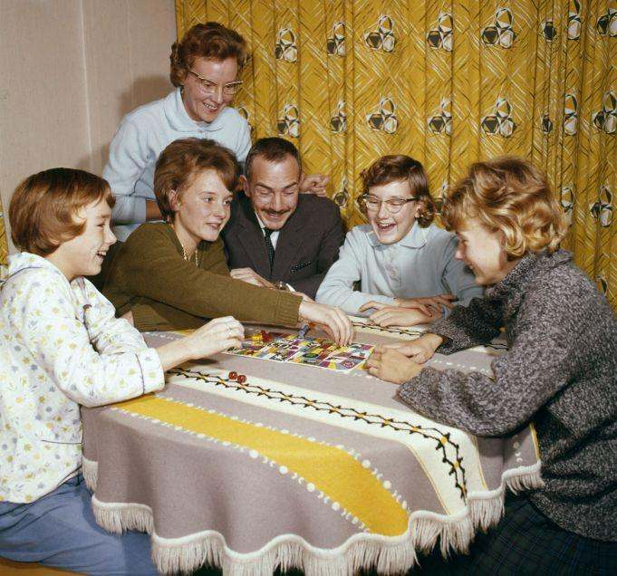 English: Family enjoying each other's company. The Netherlands 1964.