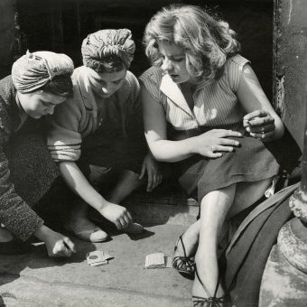 Roger Mayne – Brilliant Post-War Street Photography