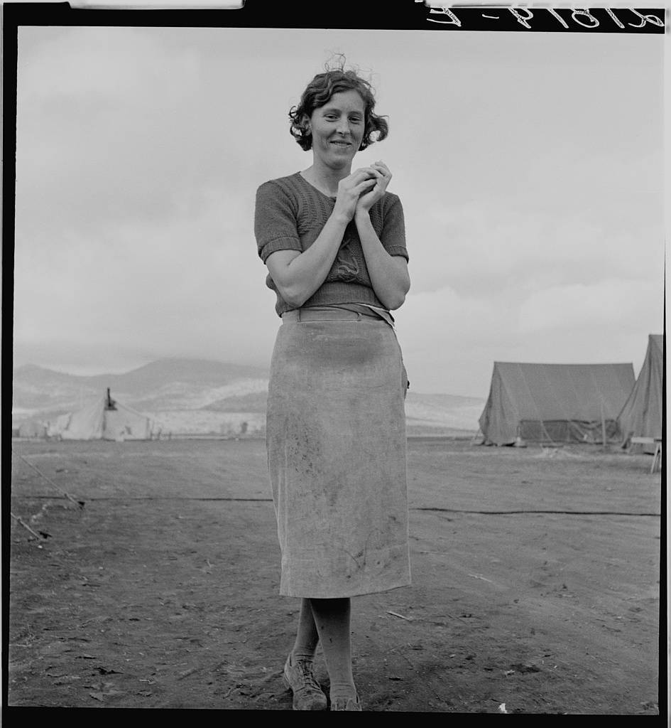 Young migrant mother has just finished washing. Merrill FSA (Farm Security Administration) camp, Klamath County, Oregon. 1939