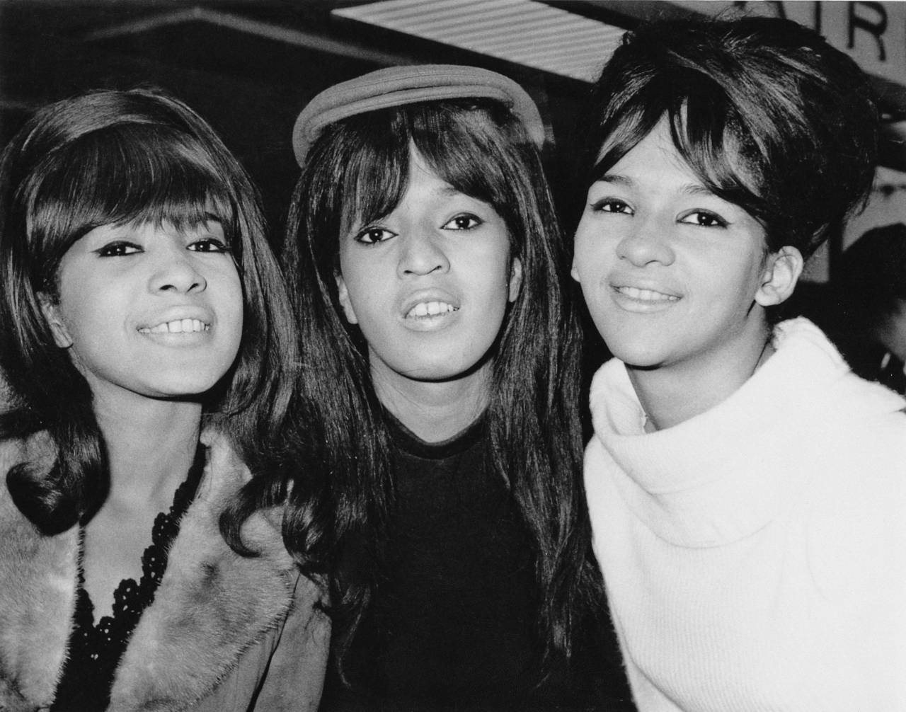 American pop trio The Ronettes, comprising Veronica Bennett (later Ronnie Spector), Nedra Talley and Estelle Bennett, UK, 21st October 1964. (Photo by Express/Hulton Archive/Getty Images)